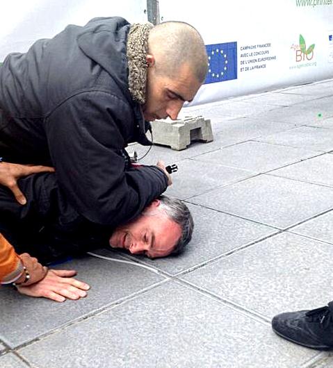 Laurent Pinatel bloqué par les services de sécurité à La Villette pour l'empêcher d'interpeller Stéphane le Foll.